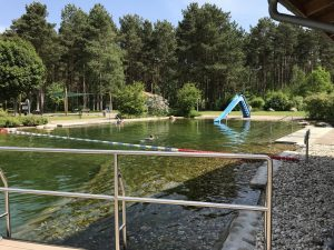 Nichtschwimmerbecken mit Kinderrutsche